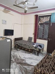 Gallery Cover Image of 400 Sq.ft 1 RK Apartment for rent in Chhattarpur for 6500