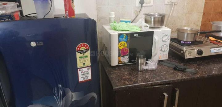 क्रॉसिंग रिपब्लिक में पूजा पीजी के किचन की तस्वीर