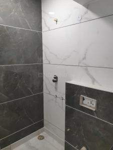 जनकपुरी  में 26000000  खरीदें  के लिए 26000000 Sq.ft 3 BHK इंडिपेंडेंट फ्लोर  के बाथरूम  की तस्वीर