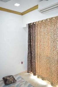 Gallery Cover Image of 980 Sq.ft 2 BHK Apartment for rent in Omkar Meridia, Kurla West for 65000