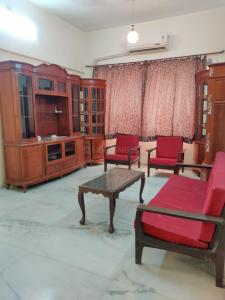 Gallery Cover Image of 900 Sq.ft 2 BHK Apartment for rent in Ocean View, Worli for 65000
