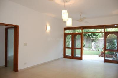 Gallery Cover Image of 2000 Sq.ft 3 BHK Independent Floor for buy in Defence Colony for 55000000