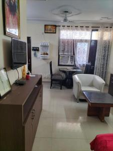 Gallery Cover Image of 1400 Sq.ft 2 BHK Apartment for rent in Hewo Apartments II, Sector 56 for 21000