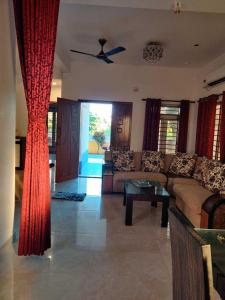 Gallery Cover Image of 3000 Sq.ft 5 BHK Villa for rent in Kanathur Reddikuppam for 65000