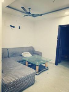 Gallery Cover Image of 1100 Sq.ft 2 BHK Apartment for rent in Shahdara for 18000