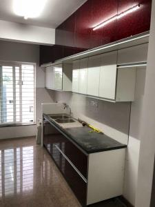 Gallery Cover Image of 1650 Sq.ft 3 BHK Apartment for rent in Saligramam for 33000