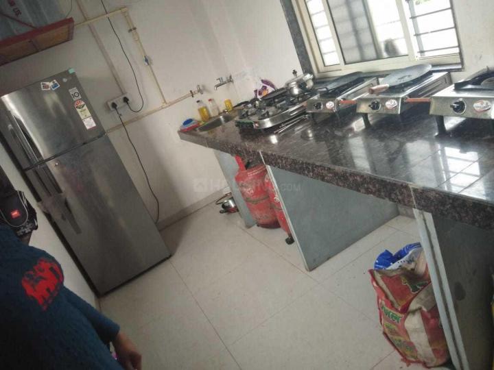 वेजलपुर में पटेल पीजी के किचन की तस्वीर