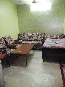 Gallery Cover Image of 945 Sq.ft 3 BHK Independent Floor for buy in Laxmi Nagar for 6400000