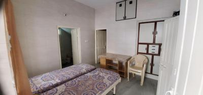 Gallery Cover Image of 1053 Sq.ft 1 BHK Apartment for rent in Satellite Tower, Vastrapur for 17000