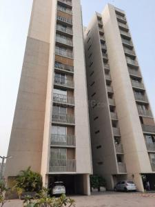 Gallery Cover Image of 2700 Sq.ft 4 BHK Apartment for rent in Goyal Riviera Blues, Prahlad Nagar for 85000