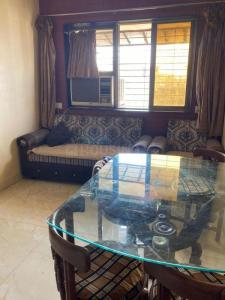 Gallery Cover Image of 625 Sq.ft 2 BHK Apartment for rent in Kandivali East for 24000