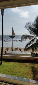 Gallery Cover Image of 1500 Sq.ft 3 BHK Apartment for rent in Beach Haven II, Juhu for 225000