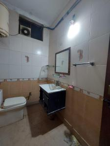 Bathroom Image of Parmountain PG in Mukherjee Nagar