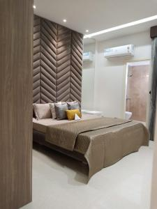 Gallery Cover Image of 1390 Sq.ft 2 BHK Apartment for buy in Artique Uptown Skylla, Gazipur for 4890000