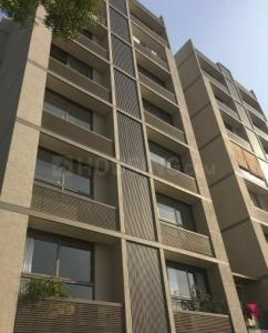 Gallery Cover Image of 2700 Sq.ft 4 BHK Apartment for rent in Bodakdev for 45000