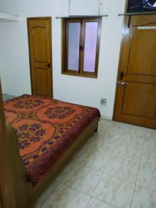 Gallery Cover Image of 1000 Sq.ft 2 BHK Independent Floor for rent in Old Double Storey, Lajpat Nagar for 21000