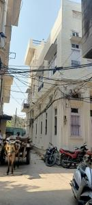 Gallery Cover Image of 900 Sq.ft 7 BHK Independent House for buy in Katra Ahluwalia for 7000000