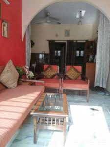 Gallery Cover Image of 125 Sq.ft 2 BHK Apartment for rent in Chittaranjan Park for 37000
