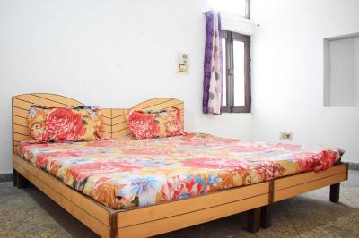 Gallery Cover Image of 540 Sq.ft 1 RK Independent Floor for rent in Rajouri Garden for 13000