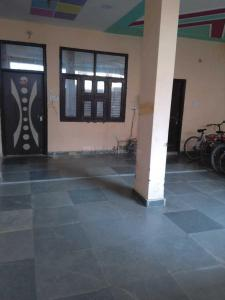 Gallery Cover Image of 800 Sq.ft 1 BHK Apartment for rent in Ashok Vihar Phase II for 8000