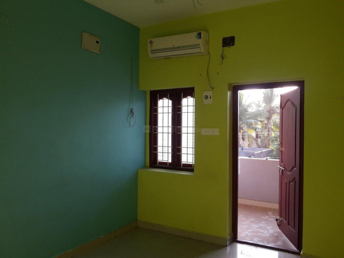 Bedroom Image of 1200 Sq.ft 3 BHK Independent House for rent in Medavakkam for 15000
