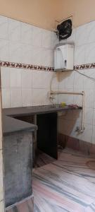 Gallery Cover Image of 620 Sq.ft 2 BHK Independent Floor for rent in Bhowanipore for 13000