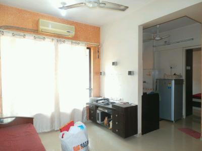 Gallery Cover Image of 425 Sq.ft 1 BHK Apartment for buy in Kandivali East for 7500000