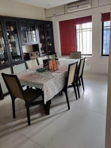 Gallery Cover Image of 4500 Sq.ft 5 BHK Independent Floor for buy in Andheri West for 90000000