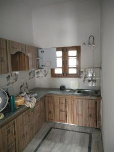 Gallery Cover Image of 1200 Sq.ft 3 BHK Independent House for rent in Khurbura for 20000