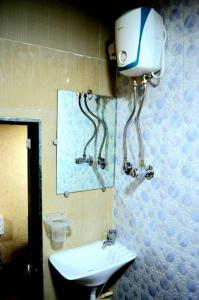 Common Bathroom Image of PG 5021813 Malad West in Malad West