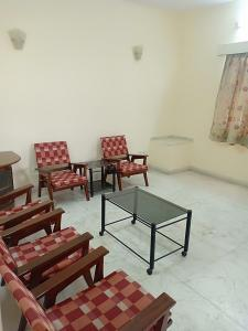 Gallery Cover Image of 1250 Sq.ft 1 BHK Independent Floor for rent in Sector 39 for 15000