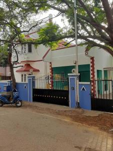 Gallery Cover Image of 2000 Sq.ft 3 BHK Independent House for rent in Nesapakkam for 32000