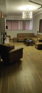 Gallery Cover Image of 1350 Sq.ft 2 BHK Apartment for buy in Khar West for 45000000