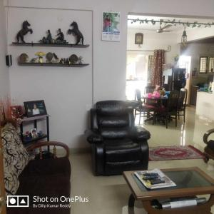 Gallery Cover Image of 1600 Sq.ft 2 BHK Apartment for buy in LVS Elegance, Battarahalli for 4980000