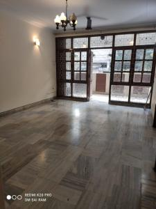 Gallery Cover Image of 1200 Sq.ft 2 BHK Independent Floor for rent in Chittaranjan Park for 40000