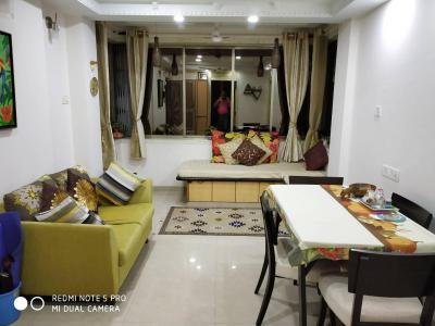 Gallery Cover Image of 640 Sq.ft 2 BHK Apartment for rent in Bandra West for 65000