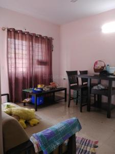 Gallery Cover Image of 650 Sq.ft 1 BHK Apartment for rent in Domlur Layout for 17000