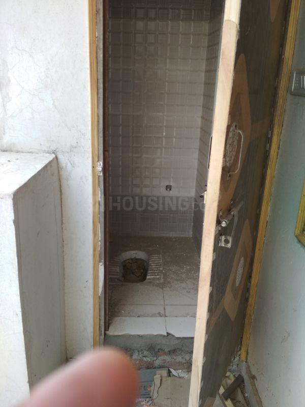 Common Bathroom Image of 563 Sq.ft 1 BHK Independent House for buy in Lal Kuan for 2050000