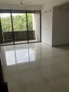 Gallery Cover Image of 2150 Sq.ft 3 BHK Apartment for rent in Thaltej for 35000