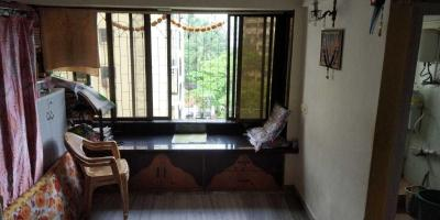 Gallery Cover Image of 610 Sq.ft 1 BHK Apartment for rent in Thakur Silver Tower, Kandivali East for 24000