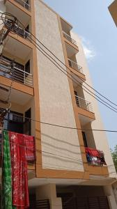 Gallery Cover Image of 800 Sq.ft 2 BHK Apartment for rent in BHARTI VATIKA APARTMENT, Sector 105 for 8000