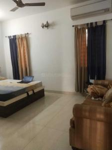 Gallery Cover Image of 2000 Sq.ft 3 BHK Apartment for rent in Besant Nagar for 60000