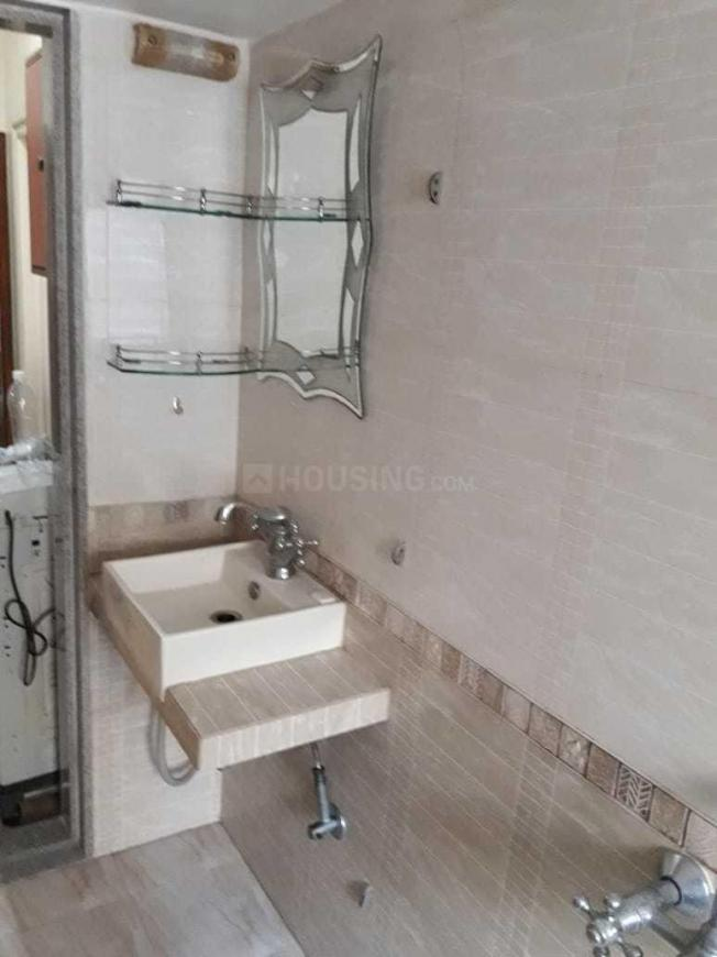 Common Bathroom Image of 1050 Sq.ft 2 BHK Apartment for rent in Bandra West for 100000