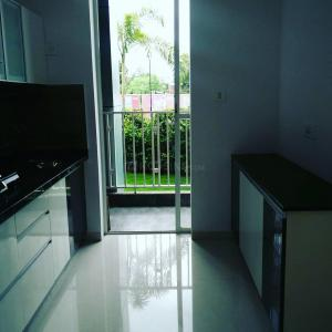 Gallery Cover Image of 990 Sq.ft 2 BHK Apartment for buy in Mahalunge for 5500000