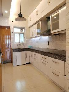 Gallery Cover Image of 1850 Sq.ft 3 BHK Apartment for rent in DDA DDA Sector C Pocket 9, Vasant Kunj for 55000