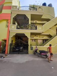 Gallery Cover Image of 1200 Sq.ft 2 BHK Independent Floor for rent in Kartik Nagar for 22000