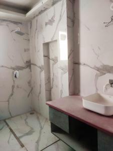 जे - ब्लॉक, पालम विहार  में 24100000  खरीदें  के लिए 24100000 Sq.ft 4 BHK इंडिपेंडेंट फ्लोर  के बाथरूम  की तस्वीर