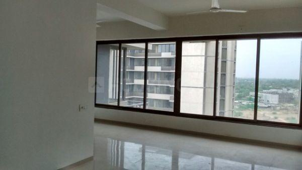 Hall Image of 950 Sq.ft 3 BHK Apartment for buy in Ganesh Malabar County, Chharodi for 6500000