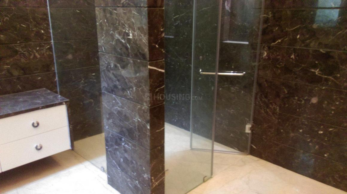 Common Bathroom Image of 9000 Sq.ft 5+ BHK Independent House for buy in Sat Bari for 140000000