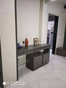 Gallery Cover Image of 550 Sq.ft 1 BHK Apartment for rent in Inlaks Nagar, Andheri West for 28000